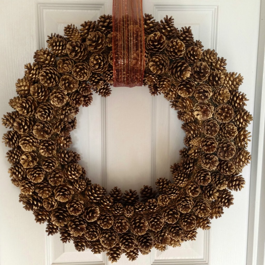 gold-pine-cone-wreath1