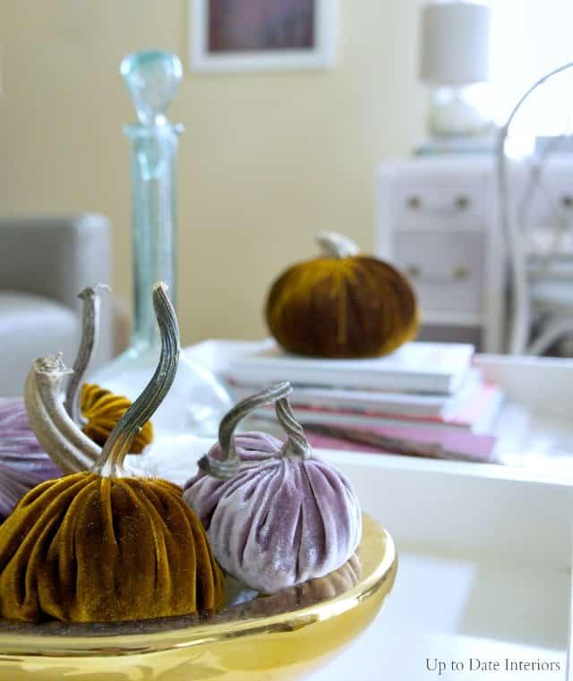 pumpkins-coffee-table-side