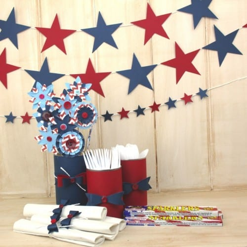 square-4th-of-july-banner-and-table-settings-800x800