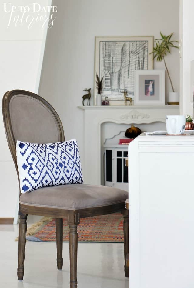 fall-tour-desk-chair-blue-pillow