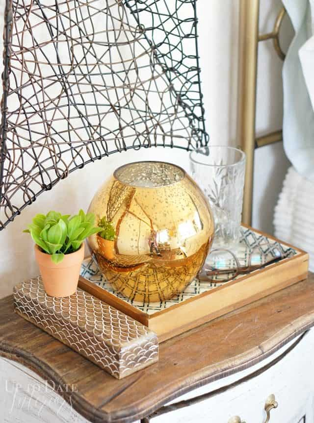 small bedside table decor