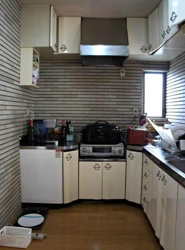 japanese rental kitchen before makeover