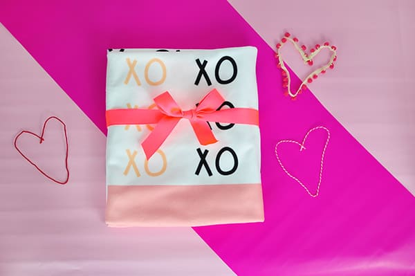 Custom-Vday-XO-Blanket