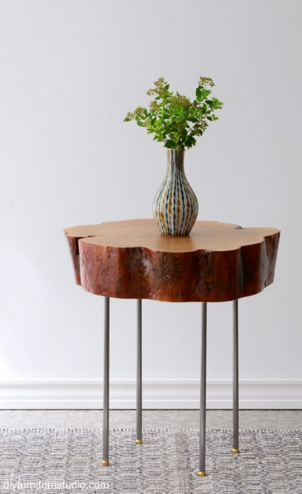 Live-Edge-Side-Table-With-Lamp-Pipe-Legs-