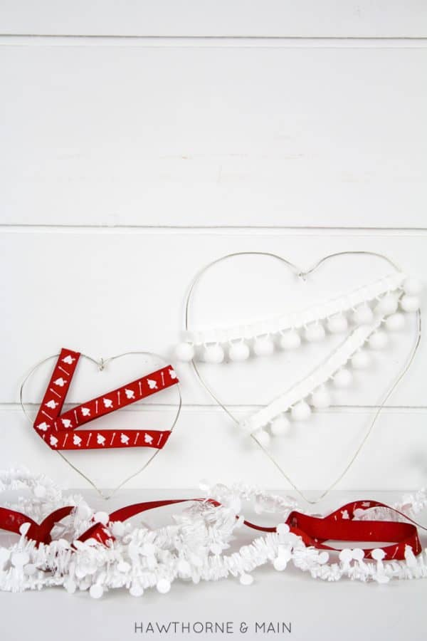 wire-heart-pom-poms-ribbon-diy-decoratiion-valentines-day