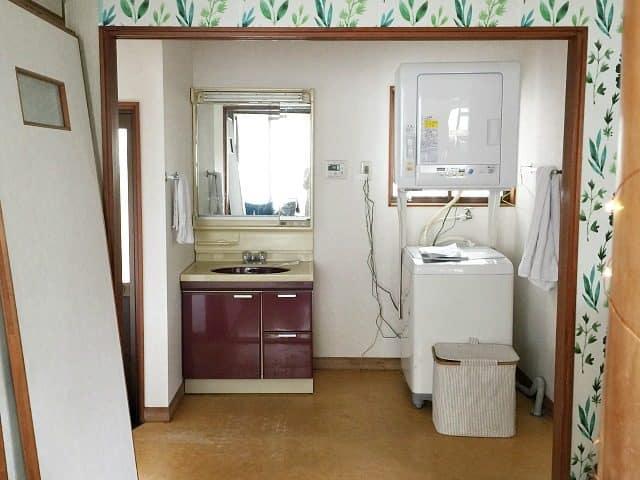 rental bathroom before